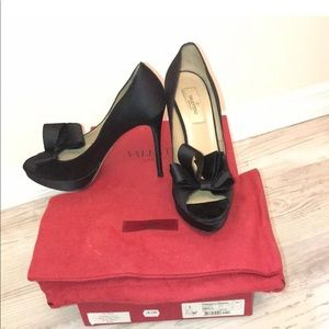 Valentino black bow heels size 7.5
